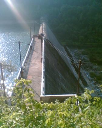 Дамба водохранилища на р. Теребля