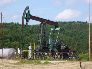Добыча нефти в Карпатах. Идти всё время вверх от крепости Тустань