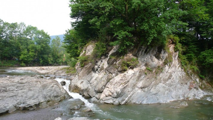 Малый водопад в Шешорах