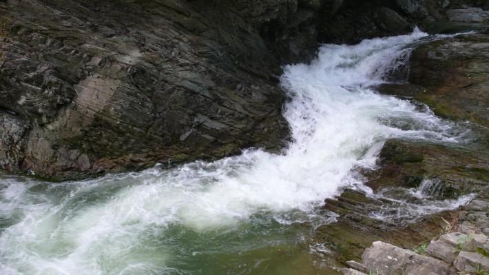 Большой водопад в Шешорах