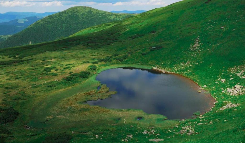 Озеро Несамовитое в Карпатах