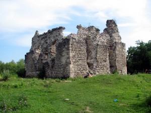 Руины замка в с. Среднее, Закарпатье