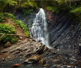 Водопад Женецкий Гук летом